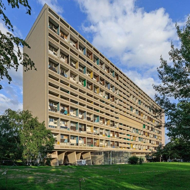 1280px-Corbusierhaus_B-Westend_06-2017